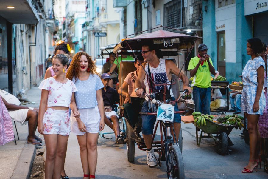 Presentación de la Ropa Color Café el día de la inauguración. Fotos Alberto Rambaudi